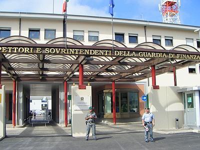 Scuola Guardia Finanza L'Aquila: cerimonia di consegna dei gradi a 575 marescialli