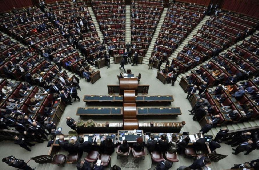 Sospesi 42 deputati m5s tentarono irruzione nell ufficio for Ufficio di presidenza camera
