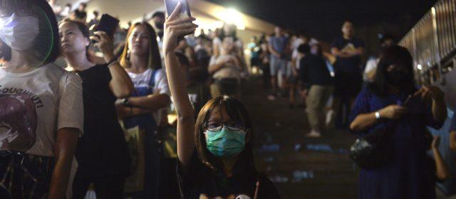 Hong Kong nel caos. Blitz nel Campus